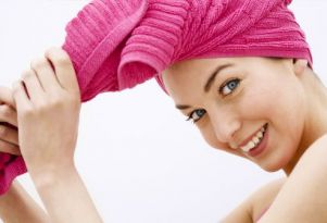 как сушить волосы полотенцем