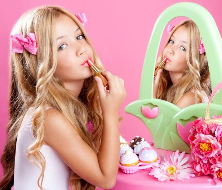 Нужна ли девочкам декоративная косметика?