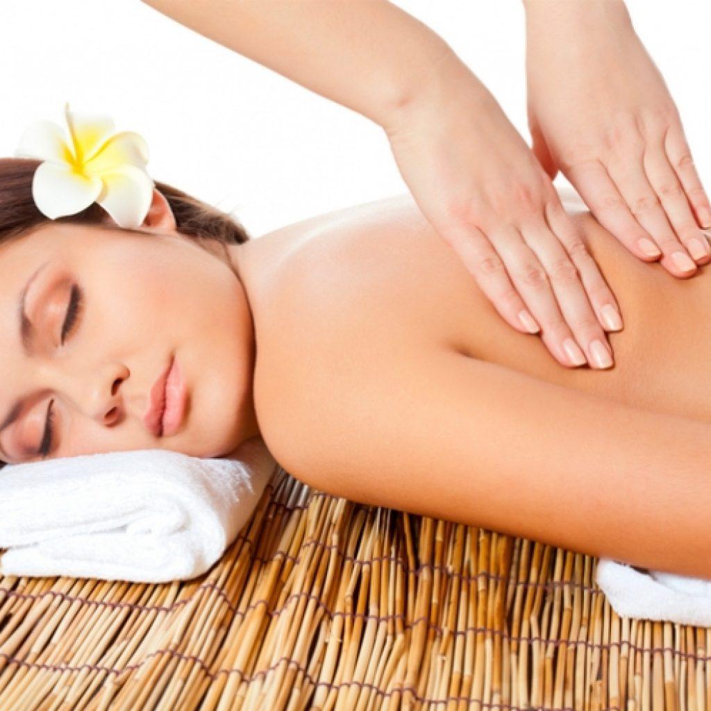 Антицеллюлитный медовый массаж поможет подготовиться к весне