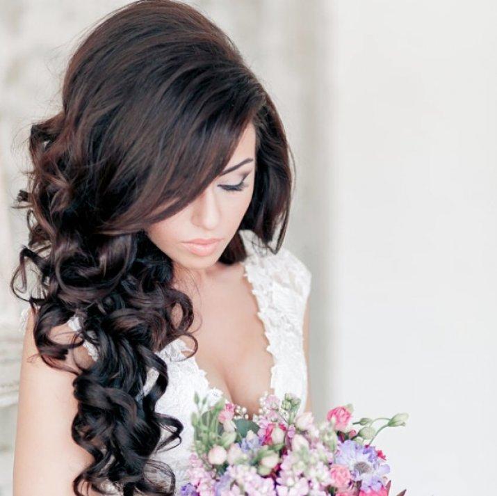 Длинные свадебные прически