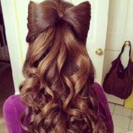 Аккуратная причёска, собранная наполовину
