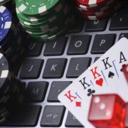 Большой выигрыш в онлайн-карточной игре