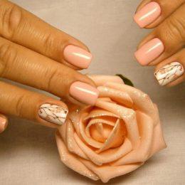 Покрытие гелем натуральных ногтей